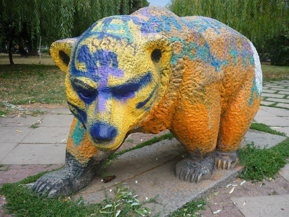 Auch Bären können bunt sein: Bärenskulptur in Sofia